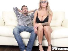 Блондинка Alyssa Lynn дрочит большими сиськами и ебётся с парнем
