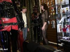 Развратную русскую девку Jeny Smith секут плетью по голой жопе