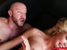 Грудастой блондинке с интимной стрижкой понравился жёсткий секс