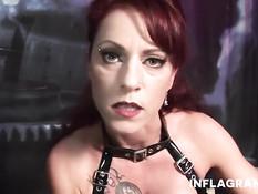 Рыжая немецкая госпожа в латексном платье трахает себя хлыстом