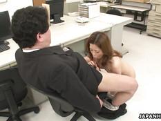 Японка с маленькими сиськами ласкает клитор и сосёт член в офисе