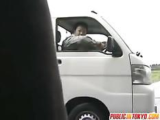 Возбуждённый японец отодрал шалаву на остановке и в грузовичке