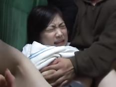 Мужчина в автобусе оттрахал раком скромную японскую девчонку