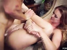 Темпераментные девчонки громко стонут во время секса с парнями