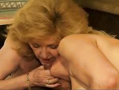 Три пожилые любительницы свинга занимаются сексом с мужиками