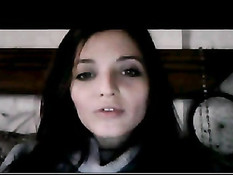 Девка из Уругвая включает веб-камеру и мастурбирует свою киску