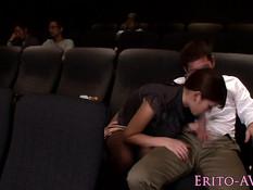 Азиатская подруга решила подрочить и отсосать член в кинотеатре
