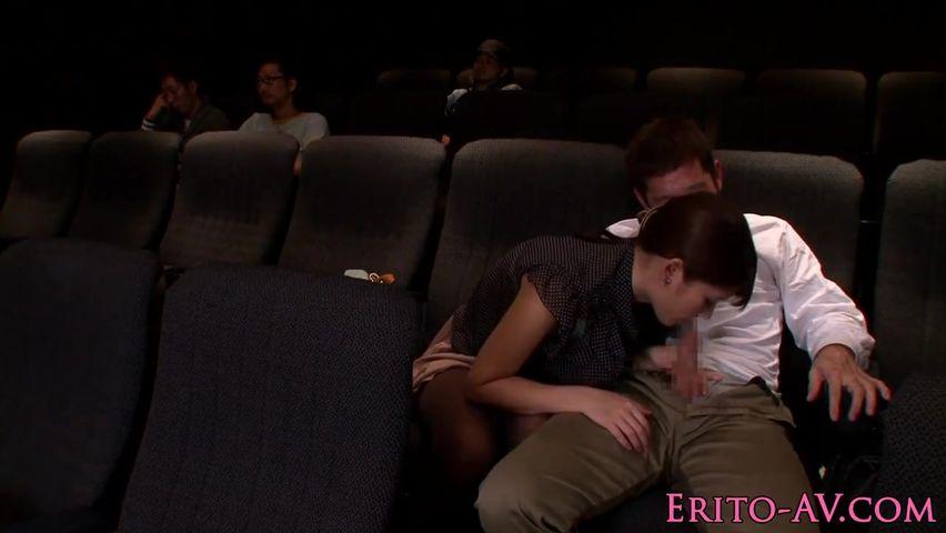 наши она сидела в кинотеатре и сосала ней точно