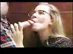 Эти сексуальные женщины высасывают сперму своим нежным ртом