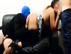 Кудрявая латинская брюнетка в стрингах сосёт члены всем парням