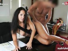 Брюнеточка в чёрном белье не откажет мужчине в анальном сексе