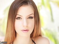 Горячая красотка Stella Cox отсосала хуй и получила в анал раком
