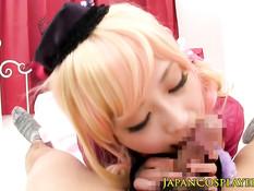 Азиатская блондинка кричит и сквиртует, когда её трахают в киску
