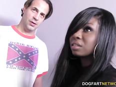 Знойная мулатка Tatiyana Fox ублажает возбуждённых белых парней