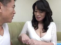 Сексуальная японка с большой грудью Rei Kitajima ебётся с парнем