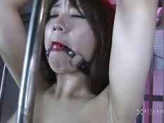 Мужики развязали и оттрахали связанную японку в чёрных чулках