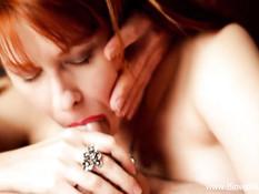 Ненасытная рыжая женщина высосала всю сперму и вылизала член