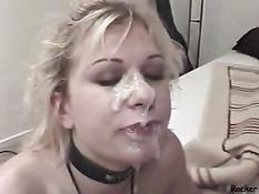 Мужик залил спермой лицо юной блондинки после глубокого отсоса