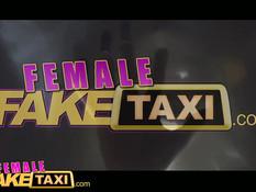 Девушка таксист Alexxa Vice ебётся на капоте с чёрным пассажиром