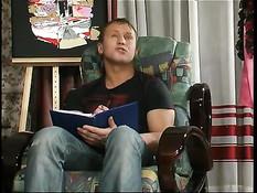 Горячая русская мамочка отшлёпала парня и дала оттрахать раком