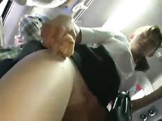 Мужик отодрал в городском автобусе симпатичную азиатскую девку