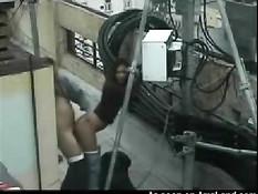 Скрытая камера сняла как парень трахает свою подружку на крыше