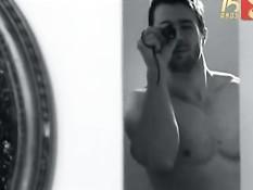 Красивые девушки соблазняют парней своими сексуальными телами