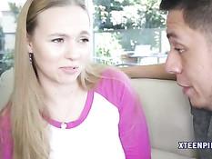 Молодая блондиночка Tiffany Kohl оттрахана в киску после отсоса