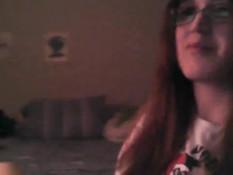 Девушка в очках ласкает большую грудь и насаживается на фаллос