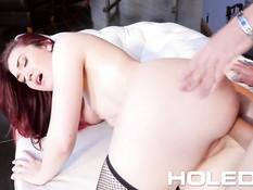 Рыжая сучка в сетчатых чулках Kat Monroe обожает анальный секс