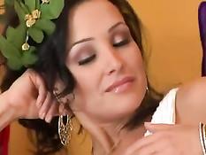 Пышногрудая богиня Lisa Ann трахается с ненасытным бойфрендом