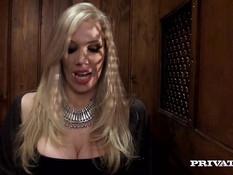 Возбуждённый священник ебёт сисястую блондинку Rebecca Moore