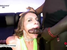 Мужчины заливают тёплой спермой лицо грудастой тёлке Sexy Susi