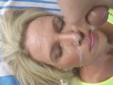 Зрелая блондинка подрочила два члена и получила сперму в лицо