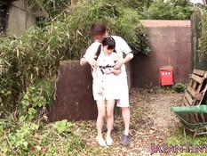 Соблазнил японскую девку с хвостиками и засадил член между ног
