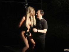 Связал блондинку рабыню Kiara Lord и отъебал в киску с пирсингом