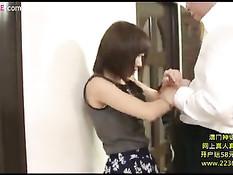 Возбуждённый мужчина раздевает азиатскую тёлку и ласкает грудь