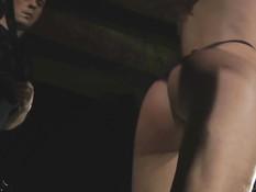Строгий мужик выпорол связанную голую девку и оттрахал рачком
