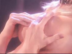Блондинка в латексном нижнем белье Jessica Lynn трахает секс раба