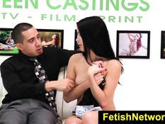 Он связал молодую секс рабыню Alaina Kristar и засадил в неё хуй