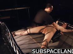 Беспощадный хозяин выпорол голую девушку и отымел вибратором