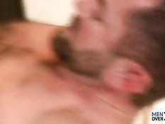 Гомосексуальный мужчина пригласил нового друга и отодрал в очко