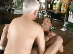 Старый седой гей хорошенько оттрахал своего молодого любовника