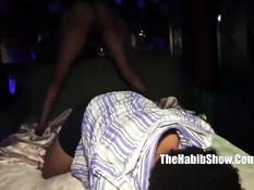 Чёрные лесбиянки показали секс шоу на сцене и пошли трахаться