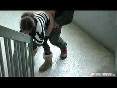 Мужик дал отсосать шлюхе свой член и отодрал раком на лестнице