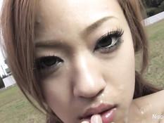 Японские парни на стадионе дрочат на красивую обнажённую девку
