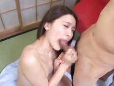 Ласковая японка Mona Takei отсасывает члены собравшимся парням
