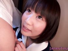 Милая японская студентка помогла кончить состоятельному мужчине
