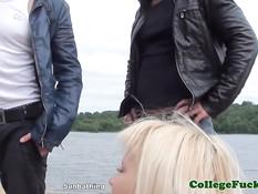 Русские девки демонстрируют лесбийские ласки на свежем воздухе