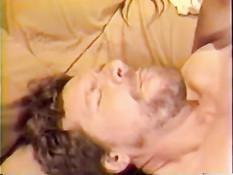 Сексуальная шатенка любит сосать член и трахаться в позе наездницы